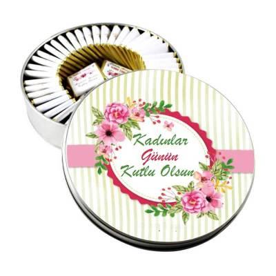 - Metal Kutuda Çiçekli Kadınlar Günü Çikolatası