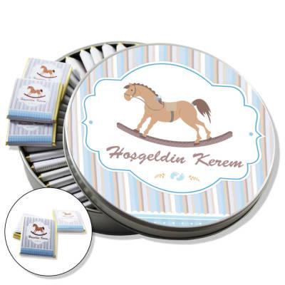 - Metal Kutuda İsme Özel Bebek Çikolatası (Atlı)