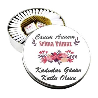 - Metal Kutuda İsme Özel Çiçekli Kadınlar Günü Çikolatası
