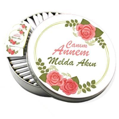 - Metal Kutuda İsme Özel Güllü Anneler Günü Çikolatası